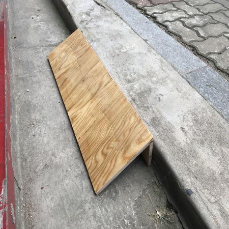 문턱 경사도 목재로도 내구성있게 제작이 가능 합니다.