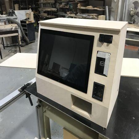 실내에 인테리어와 어울리는 무인 판매대 박스 프로토 타입입니다.