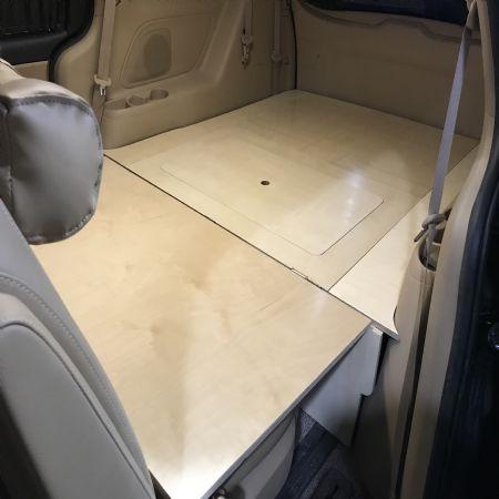 여러분의 차를 어디나 함께 가는 안락한 작은방으로 만들어 줍니다.
