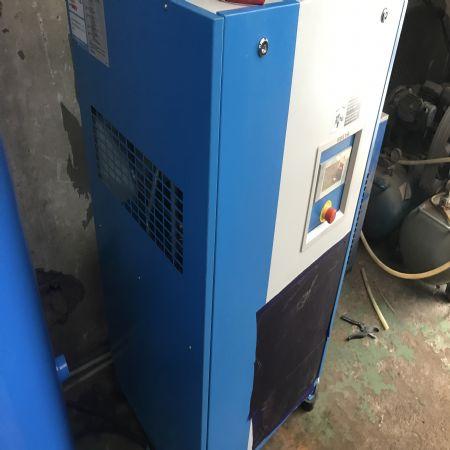 스크류타입 공기압축기 설치 좋은 환경에서 좋은 제품이 탄생 합니다.