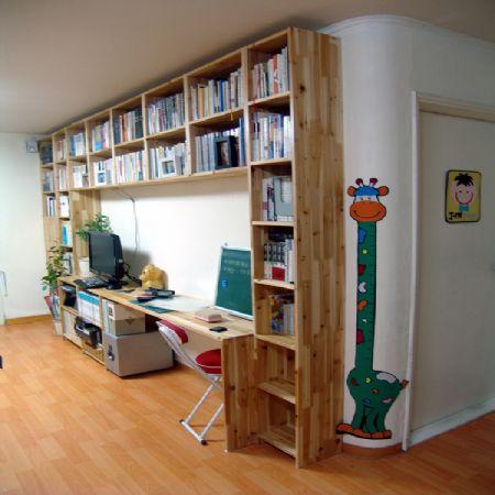 삼나무 집성목으로 만든 시스템 책장