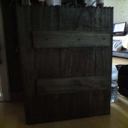 재활용 목재를 이용한 서랍장