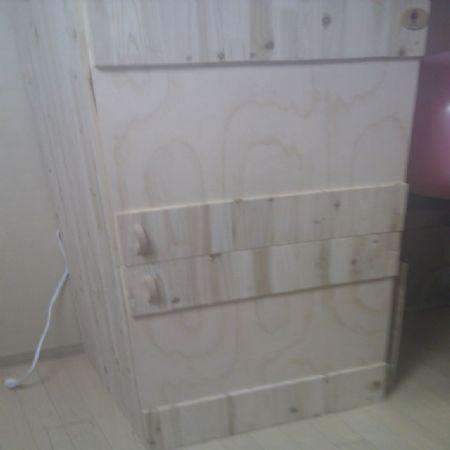 삼나무 집성목으로 만든 미니 옷장