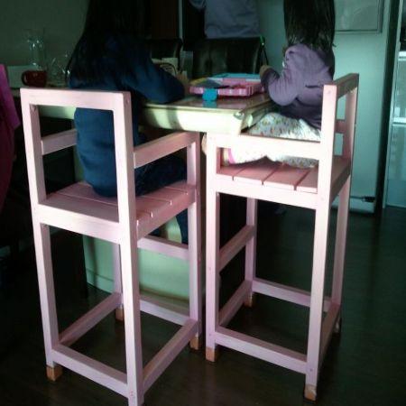 집성목으로 만든 유아용 식탁의자