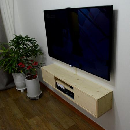 집성목으로 만든 벽걸이 TV장