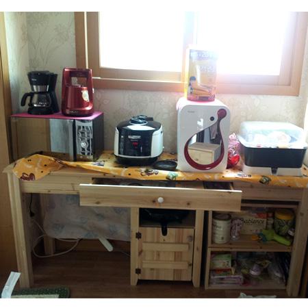 원목 건강 책상 및 주방 선반