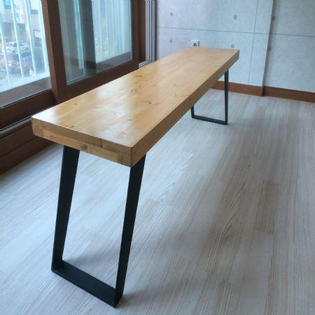 홍송으로 만든 벤치의자