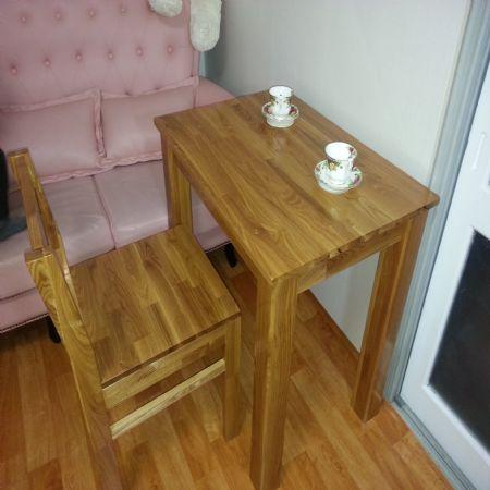 물푸레나무로 만든 탁자 및 의자