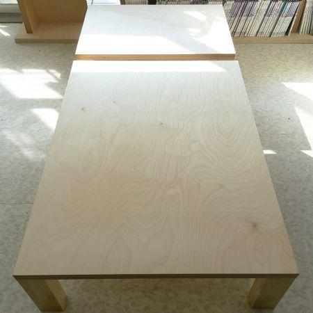 자작나무 합판으로 만든 거실 테이블
