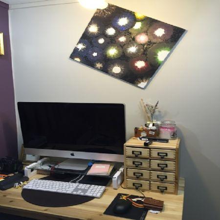 삼나무 집성목으로 만든 책상위 소품용 서랍장