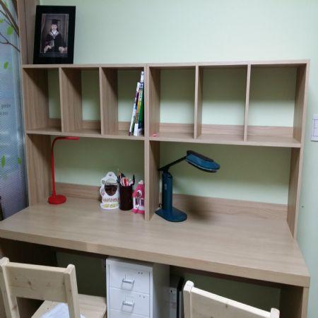 책상위 책장과 간단컴퓨터책상