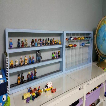 레고,토미카 장식장 입니다.