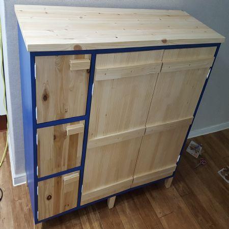 집성목과 MDF로 만든 주방 수납장