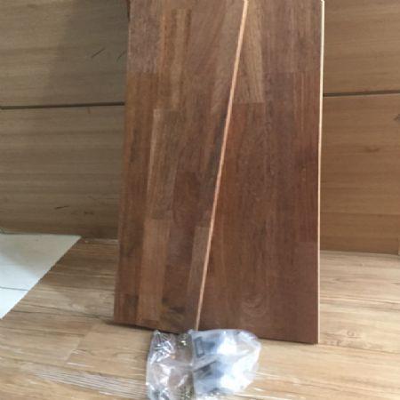 멀바우 나무로 만든 주방 선반