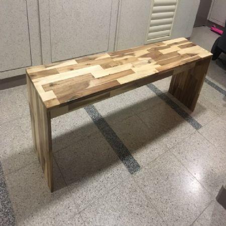 아카시아 나무로 만든 벤치의자