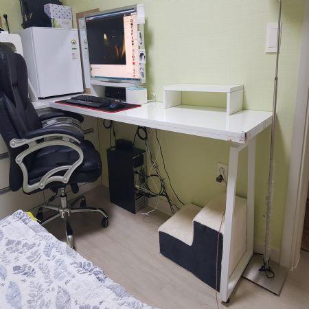 UV펄 화이트 상판으로 간단하게 만든 컴퓨터 책상