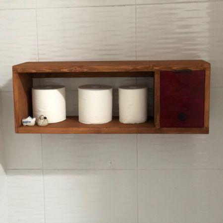 집성목으로 만든 화장실 선반겹 수납장.